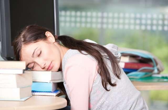 Apa Benar Kurang Tidur Bisa Menyebabkan Daya Tahan Tubuh Menurun?